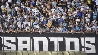 Torcida do Santos durante o clássico contra o São Paulo na Vila Belmiro
