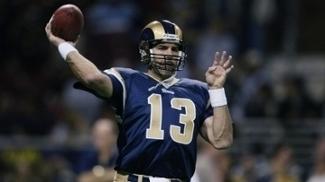 Kurt Warner em ação pelos Rams, franquia que levou ao título na temporada de 99