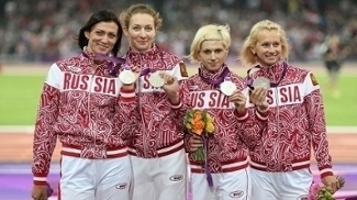 Rússia perdeu prata de Londres 2012 por doping de Antonina Krivoshapka (2ª da dir. para esq.)