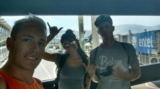 Darllyon, Randley e a namorada Vitória, no aeroporto