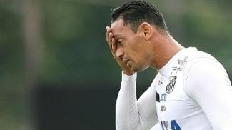 Ricardo Oliveira durante treino do Santos