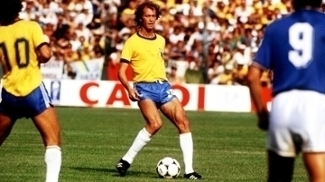 Falcão em ação durante a derrota do Brasil para a Itália, em 5 de julho de 1982