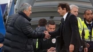 José Mourinho cumprimenta Antonio Conte