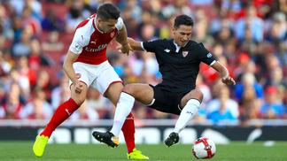 Ganso durante amistoso contra o Arsenal