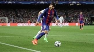 André Gomes, em ação contra o Paris Saint-Germain