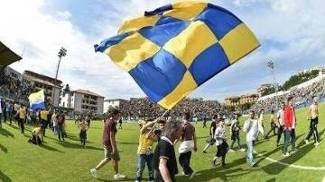 Torcedores invadem o campo depois da vitória do Frosinone e o acesso à Série A
