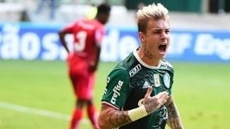 Róger Guedes foi titular pela primeira vez no ano e marcou um gol