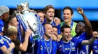 Chelsea recebe a taça da Premier League; veja a festa dos jogadores