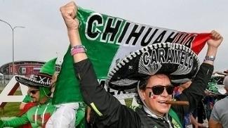 Caramelo, um dos torcedores símbolo do México na Rússia, e sua inseparável bandeira