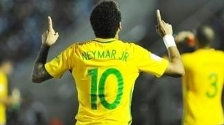 Neymar já se aproxima de Romário na artilharia geral da seleção brasileira