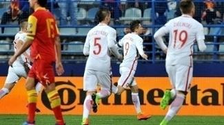 Lewandowski comemorando o primeiro gol da Polônia na partida