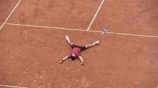 Djokovic faz homenagem a Guga após título de Roland Garros