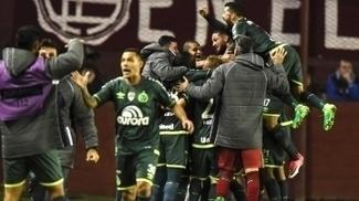 Jogadores da Chapecoense comemoram gol na vitória sobre o Lanus