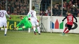 Haberer chuta para vencer Neuer