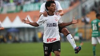 Romarinho, contra o Palmeiras, quando fez o primeiro dos três gols que fez pelo Corinthians