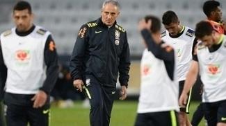 Técnico Tite no último treino da seleção brasileira antes do jogo contra a Austrália