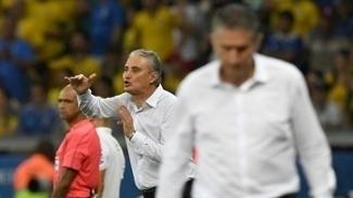 Tite e Bauza em ação durante a vitória do Brasil sobre a Argentina no Mineirão