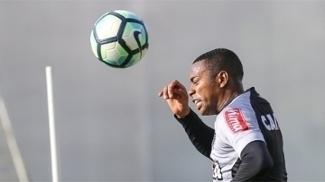 Poupado no domingo, Robinho treino com o Atlético nesta terça