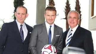 Beckham e Don Garber, à esquerda