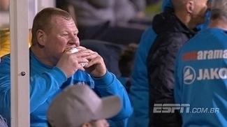 Desempregado, goleiro 'gordinho' mantém humor para explicar polêmica com torta