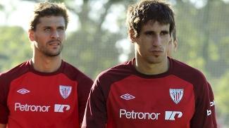 Llorente (à esq.) e Javi Martínez foram hostilizados por fãs do Bilbao durante treino