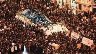Espanhóis têm protestado por conta dos efeitos da crise econômica no país