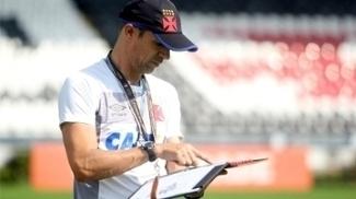 Milton Mendes estava suspenso contra o Corinthians