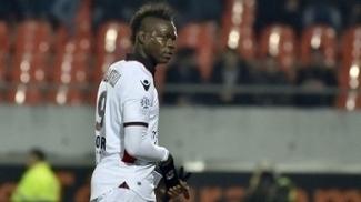 Balotelli foi expulso, mas Nice conseguiu vencer no Francês