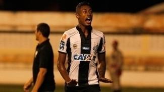 Bruno Henrique comemora gol do Santos