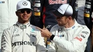 Hamilton e Button conversam no GP de Abu Dhabi em 2016