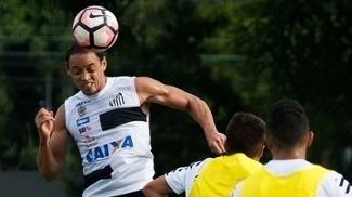 Ricardo Oliveira cabeceia durante treino na quarta-feira