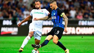 Vitor Hugo disputa bola com Icardi durante Inter de Milão 3x0 Fiorentina