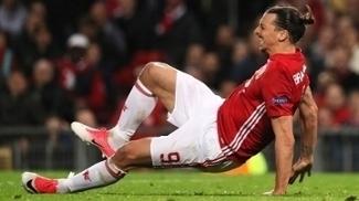 Ibrahimovic no momento em que lesionou o joelho direito contra o Anderlecht