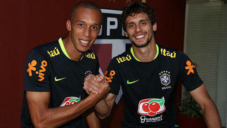 695e5f5679fd6 Rodrigo Caio iguala marca de Miranda de sete convocações vestindo a camisa  do São Paulo