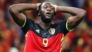 Lukaku lamenta chance perdida durante a estreia na Eurocopa