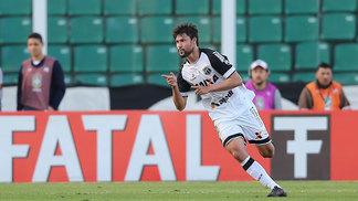 Pedro Ken comemora seu gol durante a partida entre Ceará e Figueirense