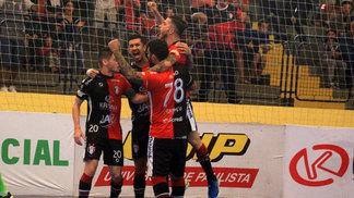 Joinville venceu o Corinthians por 7 a 2 neste domingo