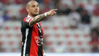Sneijder foi titular na vitória diante do Guingamp