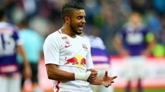 Wanderson pede atenção do RB Salzburg contra o Schalke 04