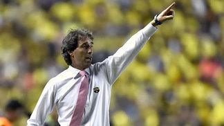 Guillermo Almada, técnico do Barcelona, durante jogo contra o Palmeiras