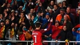 Cristiano Ronaldo comemora um de seus gols por Portugal
