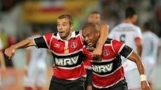 Jogadores do Santa Cruz comemoram gol na vitória pela Copa do Nordeste