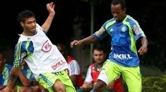 Tindurim (à dir.) durante treino no Palmeiras