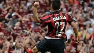 Eduardo da Silva foi oportunista para balançar a rede
