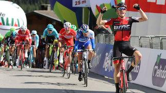 Rohan Dennis vibra com triunfo na abertura da Volta da Espanha