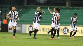 842e1a12429a4 Thiago Heleno marcou o primeiro gol do Figueirense contra o Coritiba