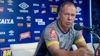 Mano Menezes teve o mesmo desafio no comando do Grêmio