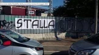 Torcedores da Juventus picharam a palavra 'Stalla' (estábulo) no novo estádio do Torino