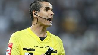 Ricardo Marques Ribeiro terminou contestado a partida entre Corinthians e Grêmio