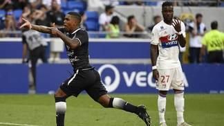 Malcom comemora gol de empate do Bordeaux contra o Lyon